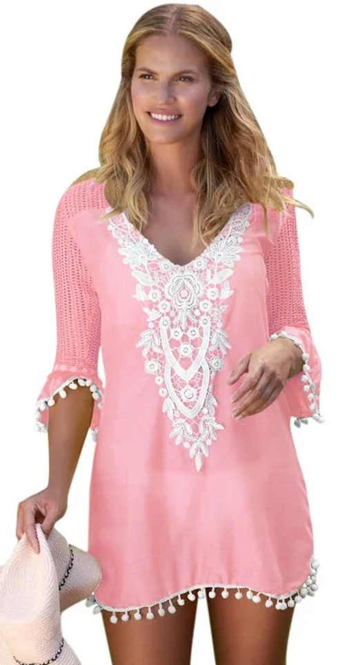 Różowa tunika plażowa z białym koronkowym haftem