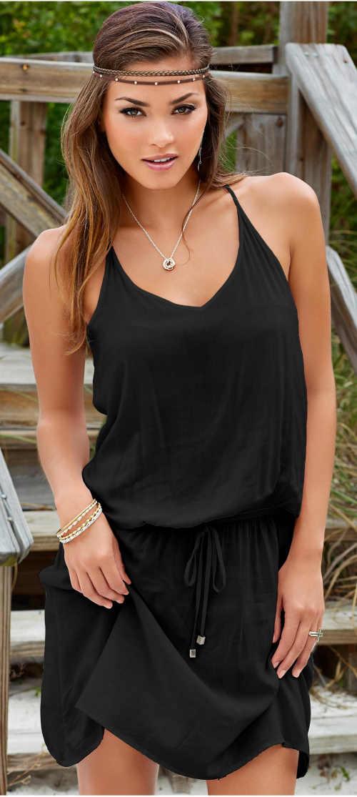 Czarna sukienka plażowa na cienkich ramiączkach i z wąską talią