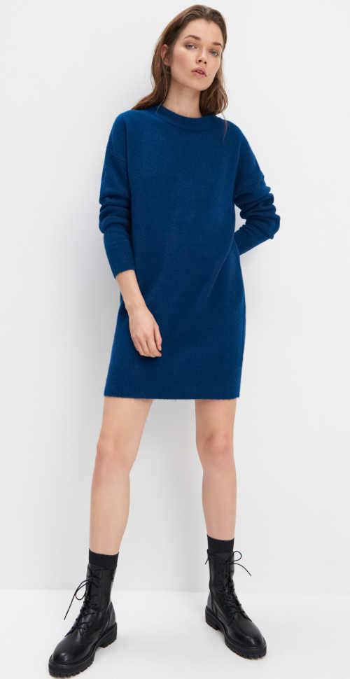 Modna tunika z dzianiny o prostym kroju w kolorze niebieskim