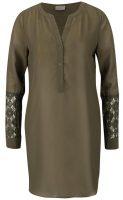 Luźna tunika w kolorze khaki z koronkowymi detalami