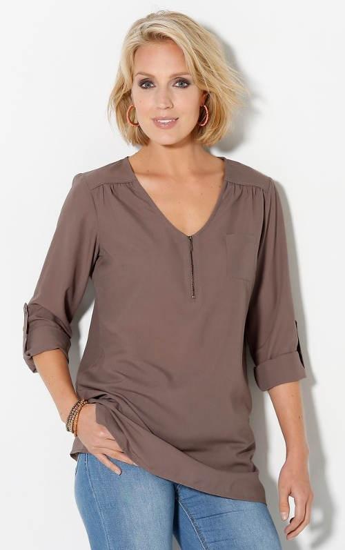 Wygodna bluzka tunikowa dla pełniejszych kształtów